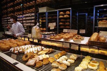 トレッサ横浜にあるパン屋「ハートブレッドアンティーク」の店頭