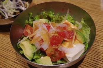 武蔵小杉にある餃子専門店「原宿餃子楼」のサラダ