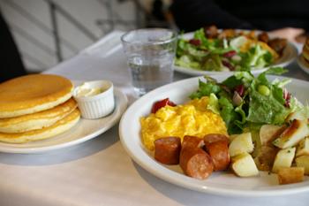 横浜元町「モトヤパンケーキリストランテ」のスクランブルエッグ