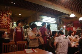 横浜中華街の水餃子が人気のお店「山東」の店内