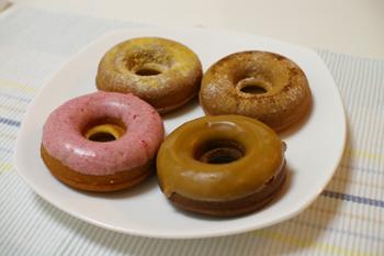 横浜赤レンガ倉庫の焼きドーナツショップ「CHEZ MADU」のドーナツ