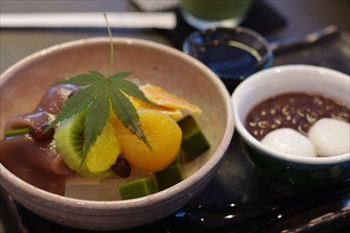 横浜元町にある和菓子屋「香炉庵」のあんみつ