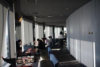 新横浜にある「トップ オブ ヨコハマ」の店内