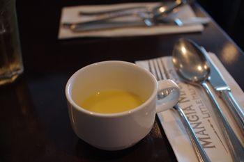 横浜みなとみらいのレストラン「マンジャマンジャ」のスープ