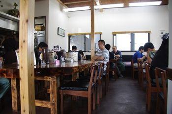 横浜片倉町にあるラーメン店「とんぱた亭」の店内