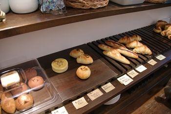 横浜元町にあるカフェ「カフェフゥ(Cafe Four)」の店内