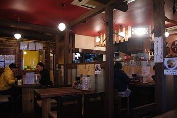 横浜金沢文庫にあるつけ麺店「吉田製麺店」の店内