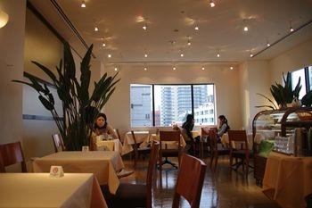 横浜元町・中華街にあるカフェ「チェルシー テラス」の店内