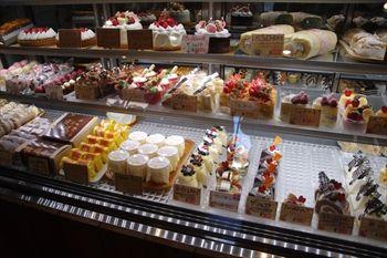 横浜綱島にある洋菓子店「ヴェルプレ」の店内