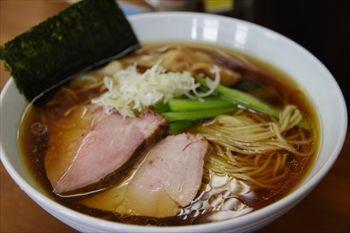 東神奈川にあるラーメン店「らぁめん 夢」のラーメン