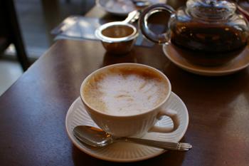 横濱菓楼 HARBOUR`S MOON(ハーバーズムーン)のカフェラテ