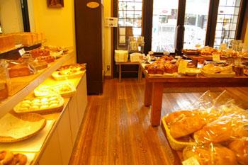 横浜鶴見のおいしいパン屋さん「エスプラン」の店内