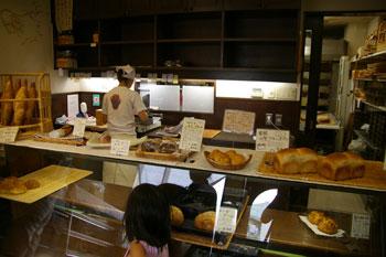 横浜たまプラーザにあるパン屋さん「ベッカライ徳多朗」の店内