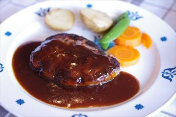 横浜山手にある洋食レストンラ「ロシュ」のハンバーグ