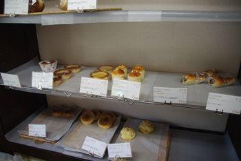 逗子にあるパン屋「Oven's(オーブンズ)」の店内