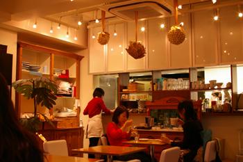 横浜元町のカフェ「kaoris(カオリズ)」の内装