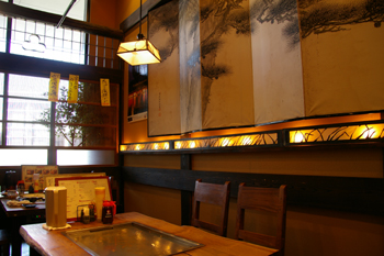 ららぽーと横浜のお好み焼きや「がんぼ屋」の店内