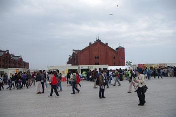 横浜赤レンガ倉庫の「カレー博覧会2010」の会場