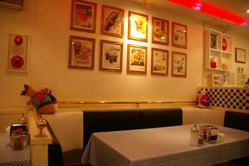 横浜元町のTBC DINER(TBC ダイナー)の店内