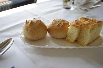 逗子マリーナにあるイタリアン「グランブルー・オチアイ」のパン