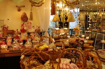 横浜大倉山のケーキショップ「パティスリー ピオン」の店内
