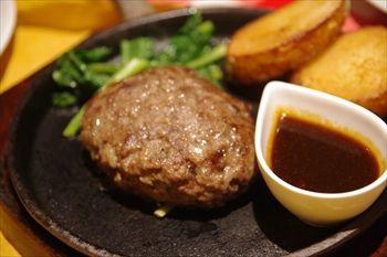 横浜西口にある洋食屋「カリオカ」のハンバーグ