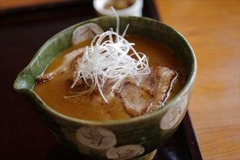 横浜妙蓮寺にある蕎麦屋「鴨屋 そば香」のつけだれ