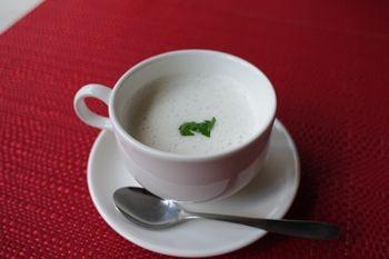 横浜日本大通りにあるレストラン「ビストロ リトモ」のスープ