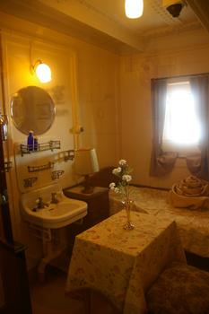 横浜山下公園の氷川丸の客室
