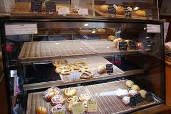 横浜センター北にあるパン屋「レジオン」の店内