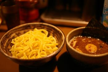 横浜日吉のつけ麺屋「あびすけ」の味玉つけ麺