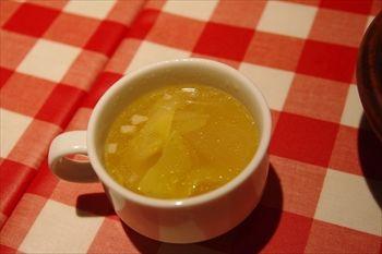 横浜西口にある洋食屋「カリオカ」のスープ