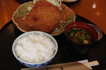 横浜菊名にあるとんかつ屋さん「とんかつ かつき」のメンチ
