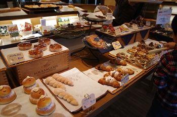 横浜東戸塚にあるパン屋「バゲット マジシェンヌ」の店内