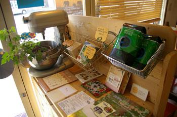 横浜白楽にあるカフェ「カフェ・ド・ヤガヴァン」の店内