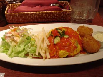 洋食屋「丸の内DINDON」のオムライスとクリームコロッケ