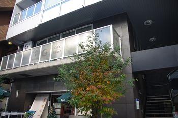 横浜日本大通りにあるカフェ「G+(ジープラス)」の外観