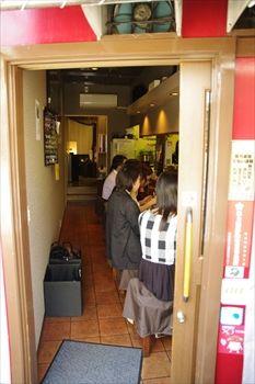 横浜石川町にある生パスタのお店「元町生パスタ」の店内