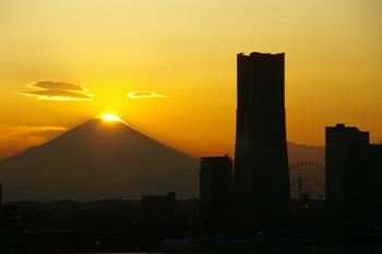 横浜みなとみらいと富士山3