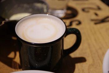 横浜みなとみらいにあるカフェ「キャンプコーヒー」のカフェラテ