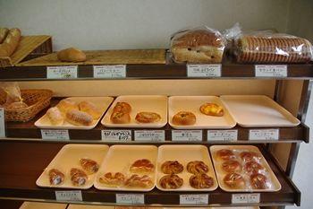 横浜桜木町にあるパン屋さん「キムラヤベーカリー」の店内