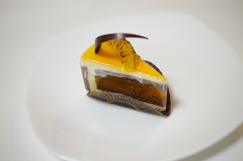 たまプラーザの洋菓子店「デフェール」のマンダリンナポレオン