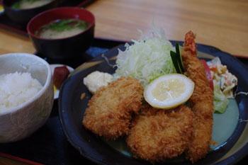 横浜東神奈川にあるとんかつ屋さん「せんのき」のミックス定食