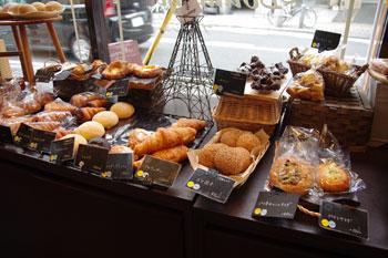 横浜東神奈川にあるパン屋さん「ブランジュ」の店内
