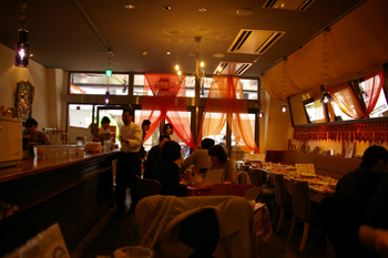 横浜関内にあるインドカレーのお店「ハマラジャ(Hamaraja)」の店内