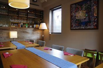 横浜にある鉄板焼きのお店「アライヤ ネスト」の店内