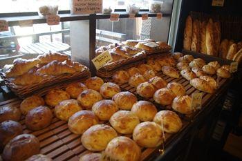 横須賀久里浜にあるパン屋さん「zacro」の店内