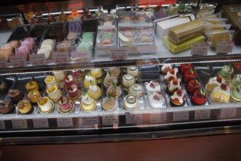 横浜星川にある洋菓子店「トゥジェール」の店内