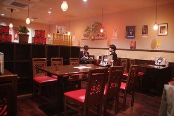 新横浜にある中華料理屋「華福菜館」の店内