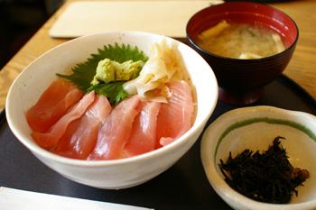 「三井アウトレットパーク 横浜ベイサイド」で食べる中とろ丼